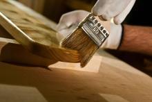 Чтобы сохранить и продлить жизнь древесины.